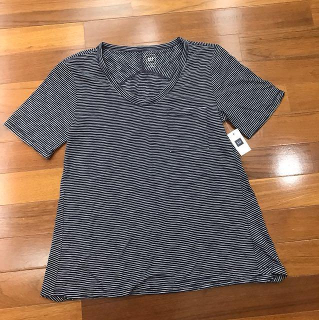 Gap Tshirt size XXS BNWT