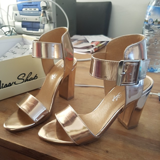 Gold/ rose gold heels size 6
