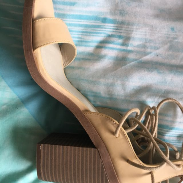 Heels Natural Size 9