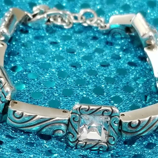 Like New Authentic Regina Brighton Necklace