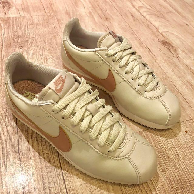 Nike米白色玫瑰金勾阿甘鞋