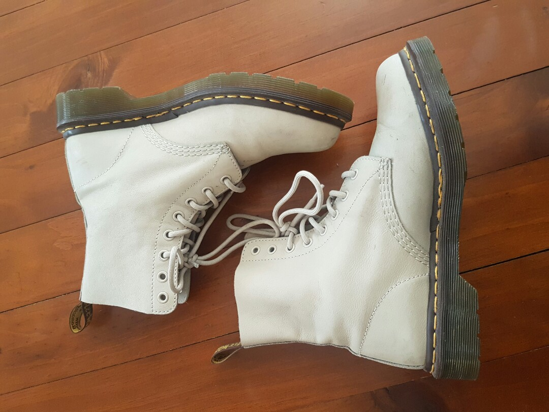 QUICK SELL DOC MARTENS