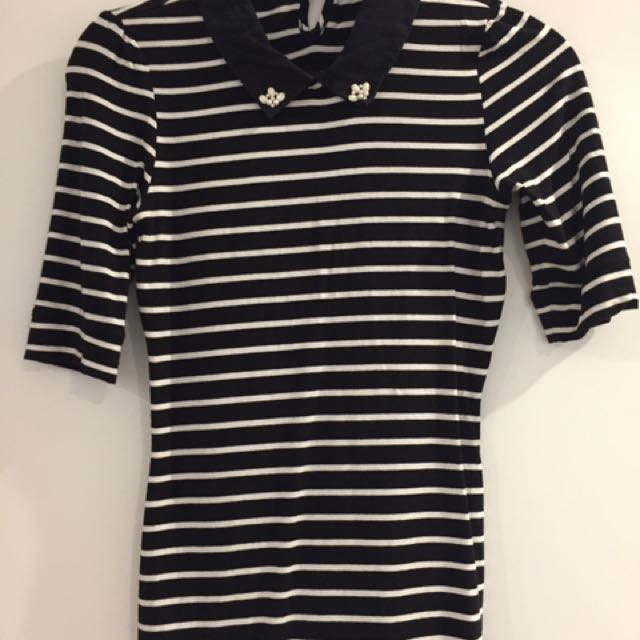 Review size 6 black and white stripe top.