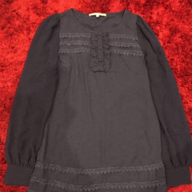 Review size 8 navy blouse