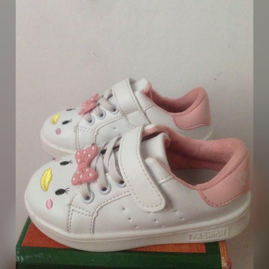 Sepatu anak tsum tsum