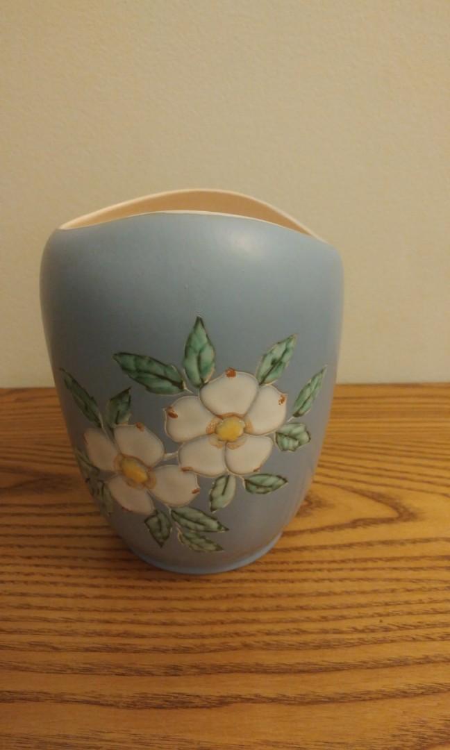 Signed Vintage Canadian pottery vase by Herta. Vancouver