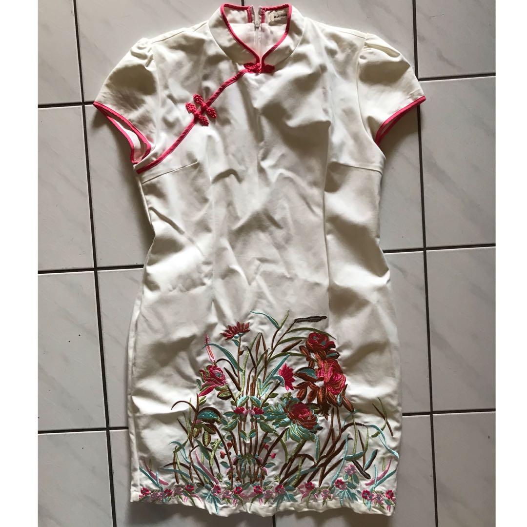 XL- Maxtino embroidery cheongsam