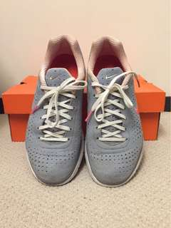 NIKE Women Air Zoom Moire+ Sneakers Sz  7