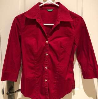 Cropped sleeves red shirt