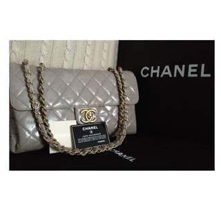 100% MINT CHANEL Taupe Beige Quilted Glazed Calfskin CC Gold Chain Jumbo Fla