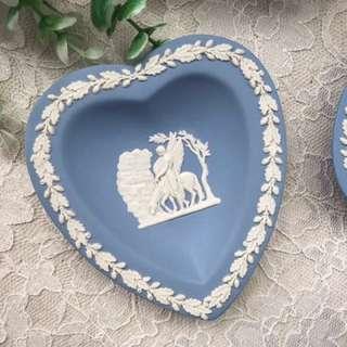 🚚 英國製Wedgwood Jasper 水藍碧玉浮雕愛心瓷盤