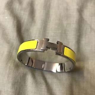 H yellow bangle