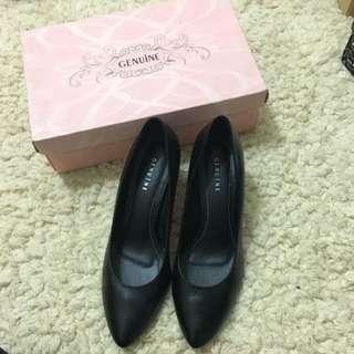 🚚 Genuine 真皮通勤跟鞋 7.5