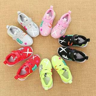 Sepatu sneakers keren