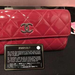 Chanel漆皮長銀包 8成新(背後有輕微黑點)