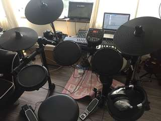 Electronic USB Drum-kit Alesis DM6 like new