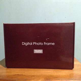 Digital Photo Frame (7 inch)