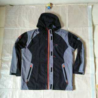 Jaket gunung outdoor bukan goretex The North face