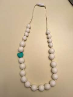 Teething silicone necklace