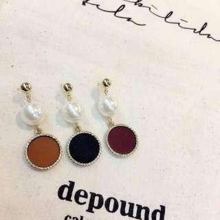 🚚 棕色皮革珍珠耳針式耳環