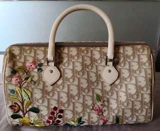 米色繡花高貴Dior手挽袋