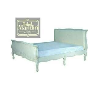 Tempat Tidur Ukir Minimalis