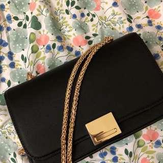 🚚 Zara金鍊側背包。8成新。 質感很好 時尚簡約