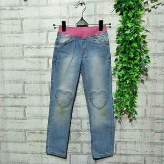 Jeans anak denim H&m  5 - 6 tahun LP 35cm Panjang 70cm Pinggang karet 50ribu  Sapa cepat dia dapat😍