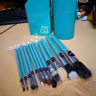****** 不計成本,清倉大平賣 ******  美國 Sigma Make me up 系列 Essential kit (4色 - 黑/藍/粉紅/紫) 一套12支標準裝化妝掃連掃筒 HK$350