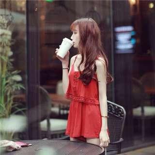 韓 度假風細肩吊帶蕾絲雕花連身褲裙-紅色