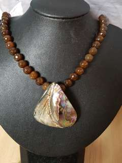 Shell pearl and faceted agates necklace