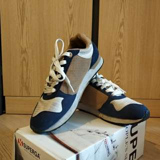 Descente shoes in good condition