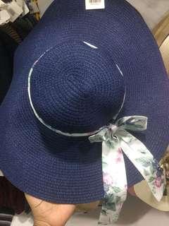 Topi Pantai Lebar