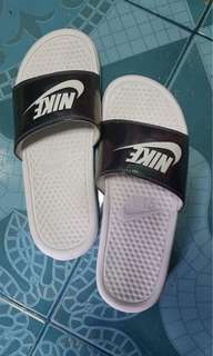 Authentic nike benassi