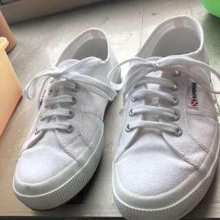 Superga 小白鞋