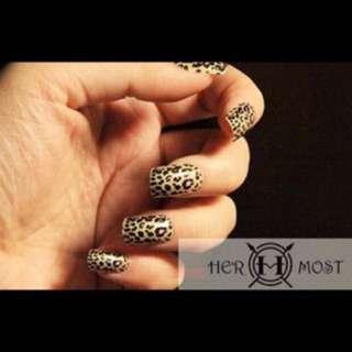 Leopard ready fake nail tips