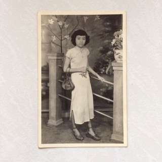 Vintage Old Photo - An old large Black & White Photograph   (13 by 9 cm)