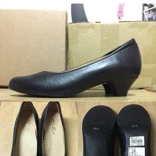 🚚 黑色 素面 低跟鞋(3cm) 23號