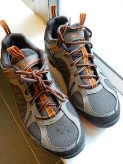 Columbia 行山鞋 size 40