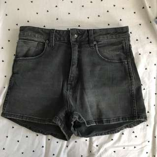 General pants black shorts