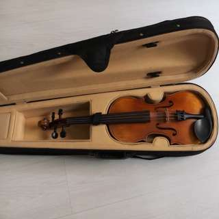 4/4 Christophori violin (comes with violin case as well)
