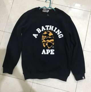 sweater a bathing ape (bape) hitam