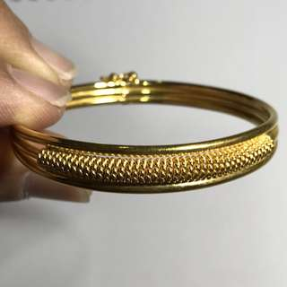 {Women's Jewelry - Gold Bangle} Beautiful Vintage 916(22K) Solid Yellow Gold Bangle