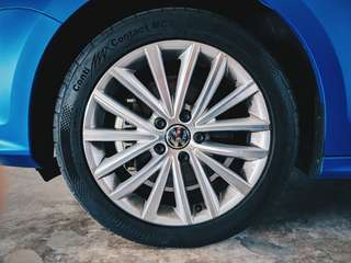 "Original Volkswagen 'Queensland' 17"" Rims"