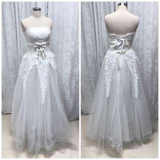 Weddingg gown with little ribbon