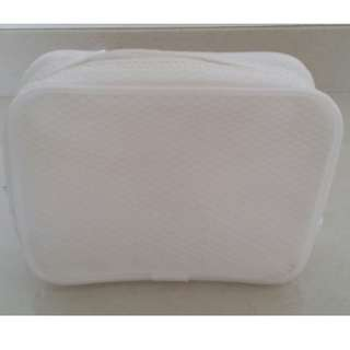 White Make Up Pouch/Tpileteries Bag