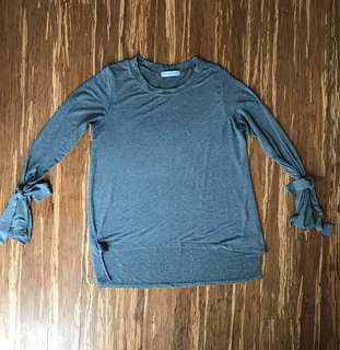 Grey M by Mendocino scoop neck top with wrist ties - size Small