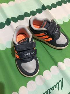 AUTHENTIC Adidas Neo rubbershoes