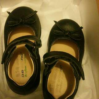 Used kid shoes size 22