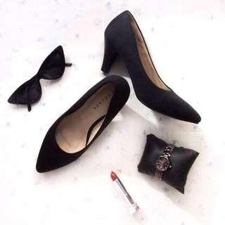 Chelsea Black Shoes